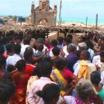 தனுஷ்கோடியில் கடைகளை அகற்ற முயன்ற அதிகாரிகளை முற்றுகையிட்ட மீனவர்கள்