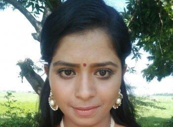 'உறவாடிக் கெடுப்பதை உணர்ந்து கொண்டேன்!' - கலங்கும் நடிகை மதுமிதா