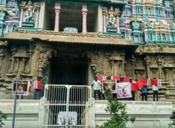 'நீட்'டுக்கு எதிர்ப்பு! கோயில் கோபுரம் மீது ஏறி மாணவர்கள் தற்கொலை மிரட்டல்