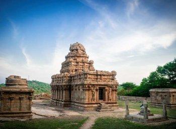 சிலையாடும் புராதனமும் அரண்மனையின் நவீனமும் - புதுக்கோட்டை #VikatanPhotoStory