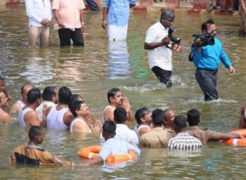 'முதல்வருக்கு மட்டும் தண்ணீரா?' - கொதிக்கும் காவிரி புஷ்கர கமிட்டியினர்!