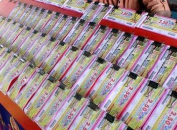 105 கோடி பரிசுத் தொகை வாங்க ஆள் இல்லை: கேரள லாட்டரி சீட் சோகம்!