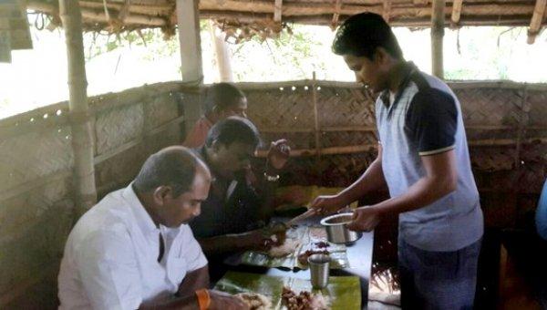 'நாட்டுக்கோழிதான் நம் கலாசார உணவு!' - கோடாங்கிபட்டி கூரைக்கடை ஸ்பெஷல்