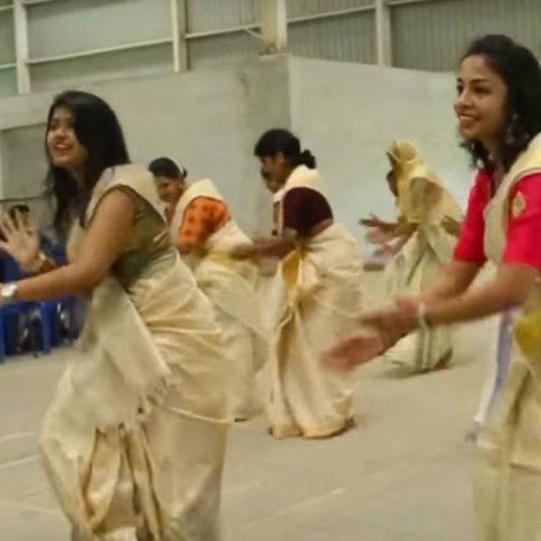 வைரலாகிவரும் 'ஜிமிக்கி கம்மல்' வீடியோக்களின் தொகுப்பு!