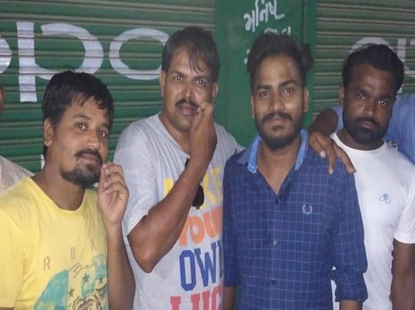 குஜராத் தலித் இளைஞர்கள்