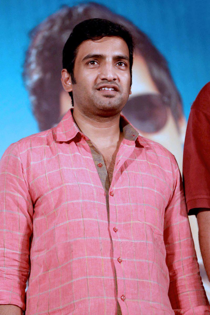 நடிகர் சந்தானம்