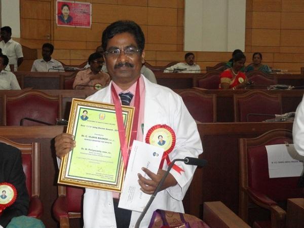 சிறந்த மருத்துவர் விருது பெற்ற அரசு மருத்துவர் பெரியசாமி
