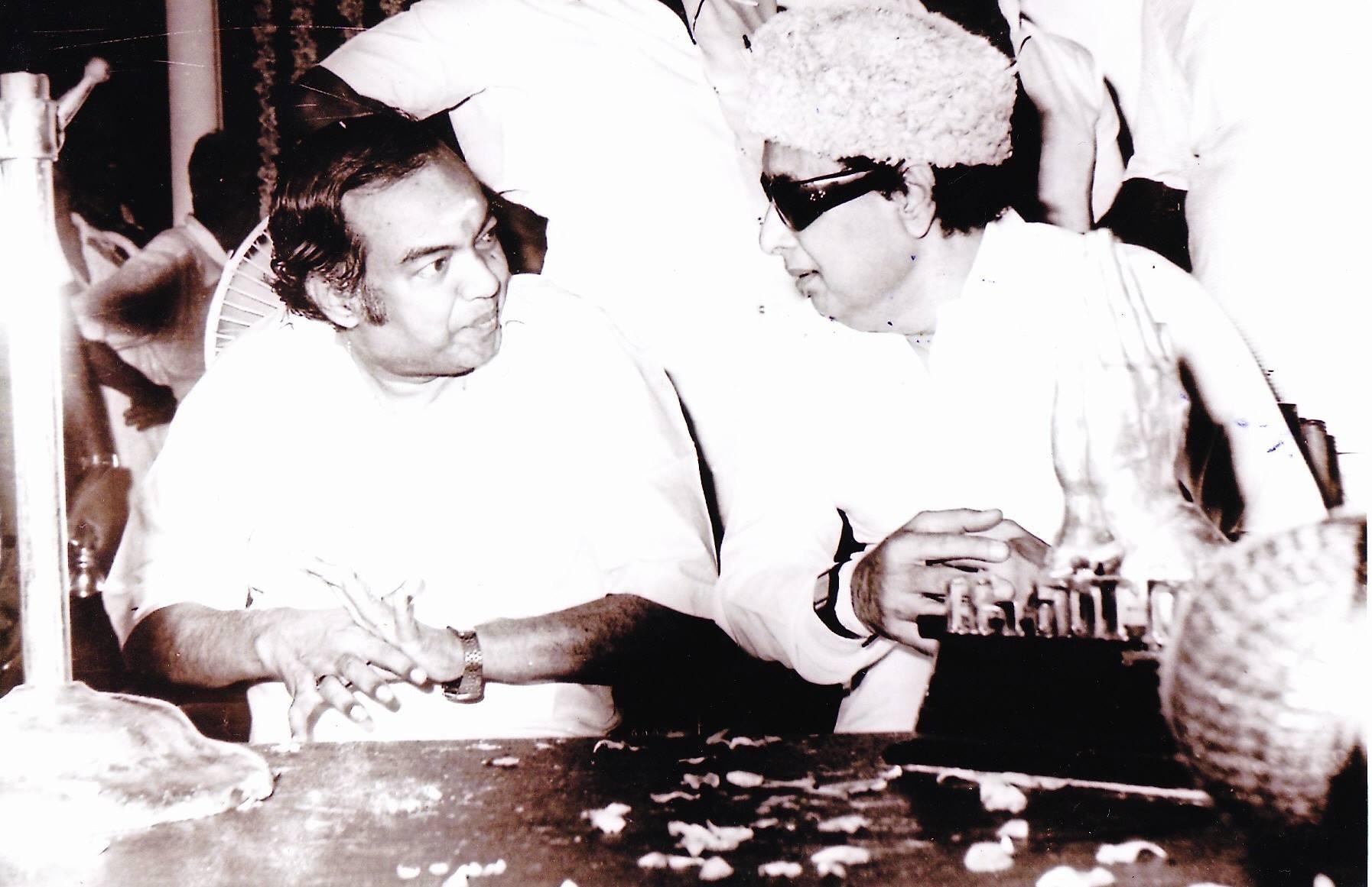 எம்.ஜி.ஆருடன் கண்ணதாசன்