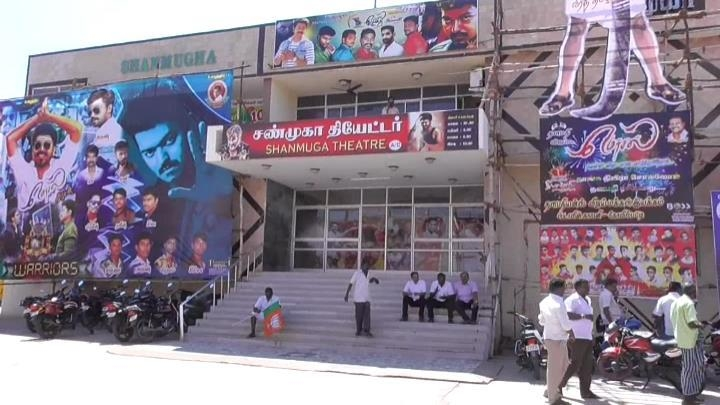 mersal flim release theater  seiege in kovilpatti by bjp