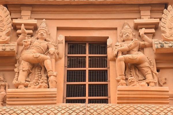 Thanjai Periya Kovil Statue