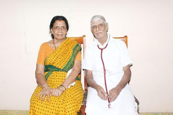 மனைவியுடன் மருத்துவர் ராமமூர்த்தி