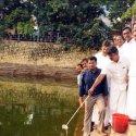 டெங்குக் கொசுவை ஒழிக்க குளத்தில் மீனை விட்ட அமைச்சர் விஜயபாஸ்கர்!