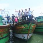 இலங்கை அரசால் விடுவிக்கப்பட்ட படகுகளை மீட்கச் சென்றது மீனவர்கள் குழு