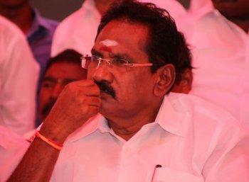 'விருப்பு வெறுப்புகளை கட்டுப்படுத்திக் கொண்டு பணியாற்றுகிறேன்' - சசிகலா பற்றி செல்லூர் ராஜூ