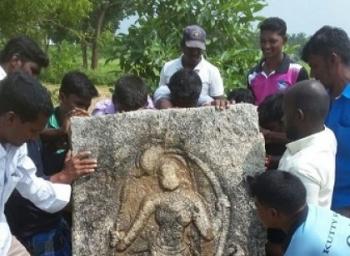 திருப்பத்தூர் அருகே கிடைத்தது, சோழர்கால வீரமங்கை நடுகல்லா?