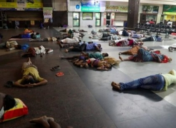 ''அந்தக் குடும்பத்தை எழுப்பாதீங்க... அவங்க தூங்கட்டும்!'' -கான்ஸ்டபிள் சரண்யாவின் நைட் டியூட்டி கனிவு #VikatanExclusive