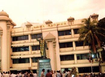 அதிக வருமான ஈட்டும் மாநிலக் கட்சிகள் - முதல் இரண்டு இடங்களைப் பிடித்த தமிழகக் கட்சிகள்!