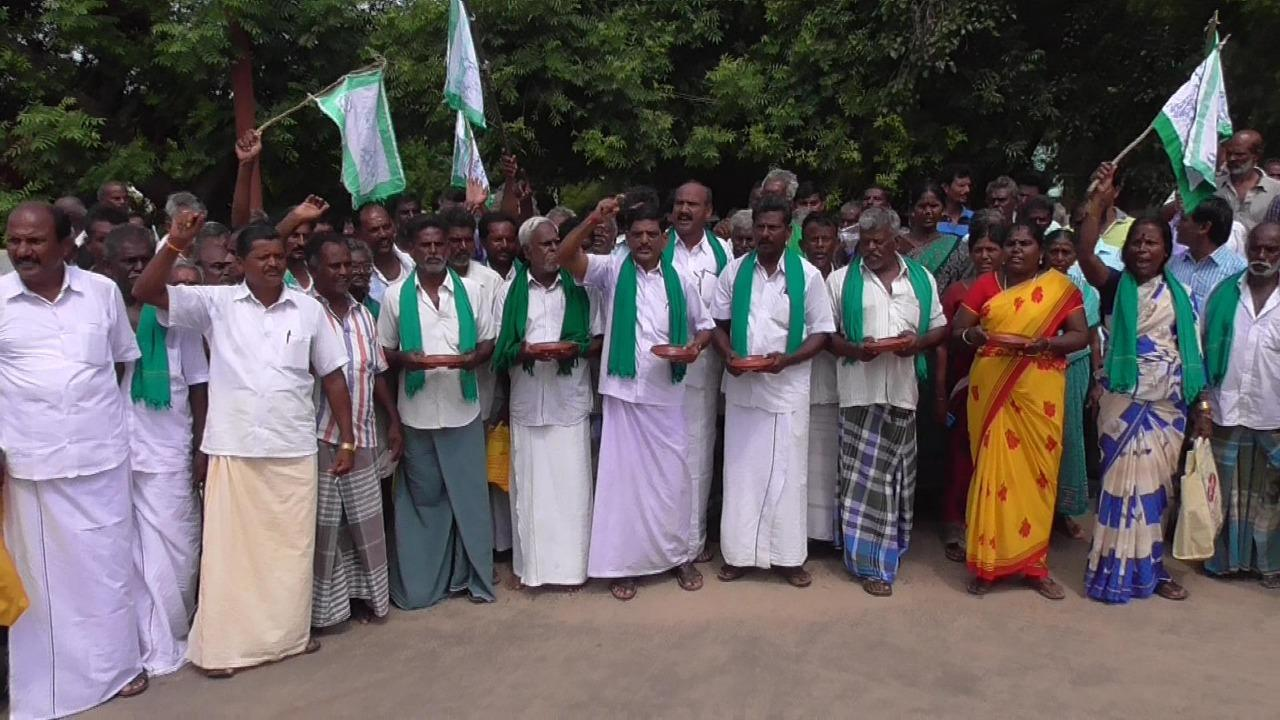 farmers protest in koviklpatti for demand crop insurance