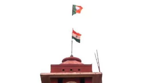 தேசியக் கொடிக்கு மேலாக பறந்த பாரதிய ஜனதா கொடி