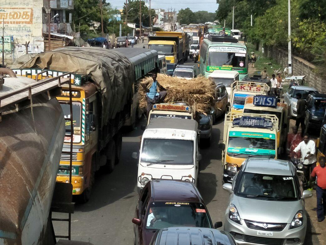 road traffic for farmers protest in thoothukudi
