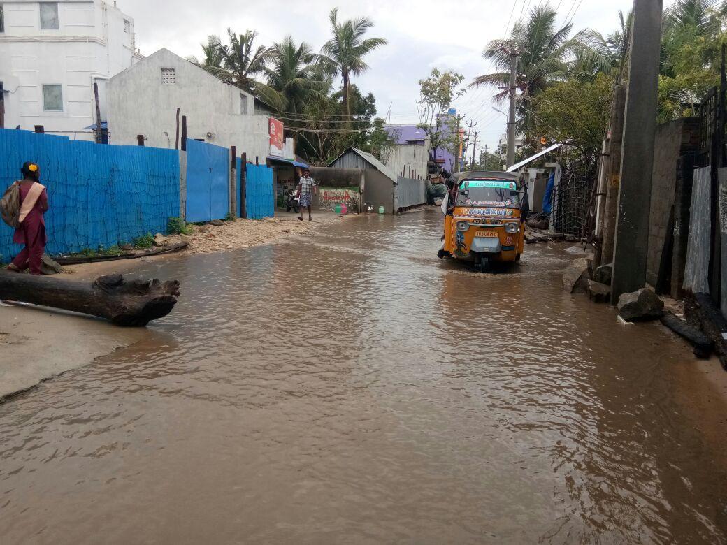 ராமேஸ்வரம் பகுதியில் தேங்கியுள்ள மழை நீர்
