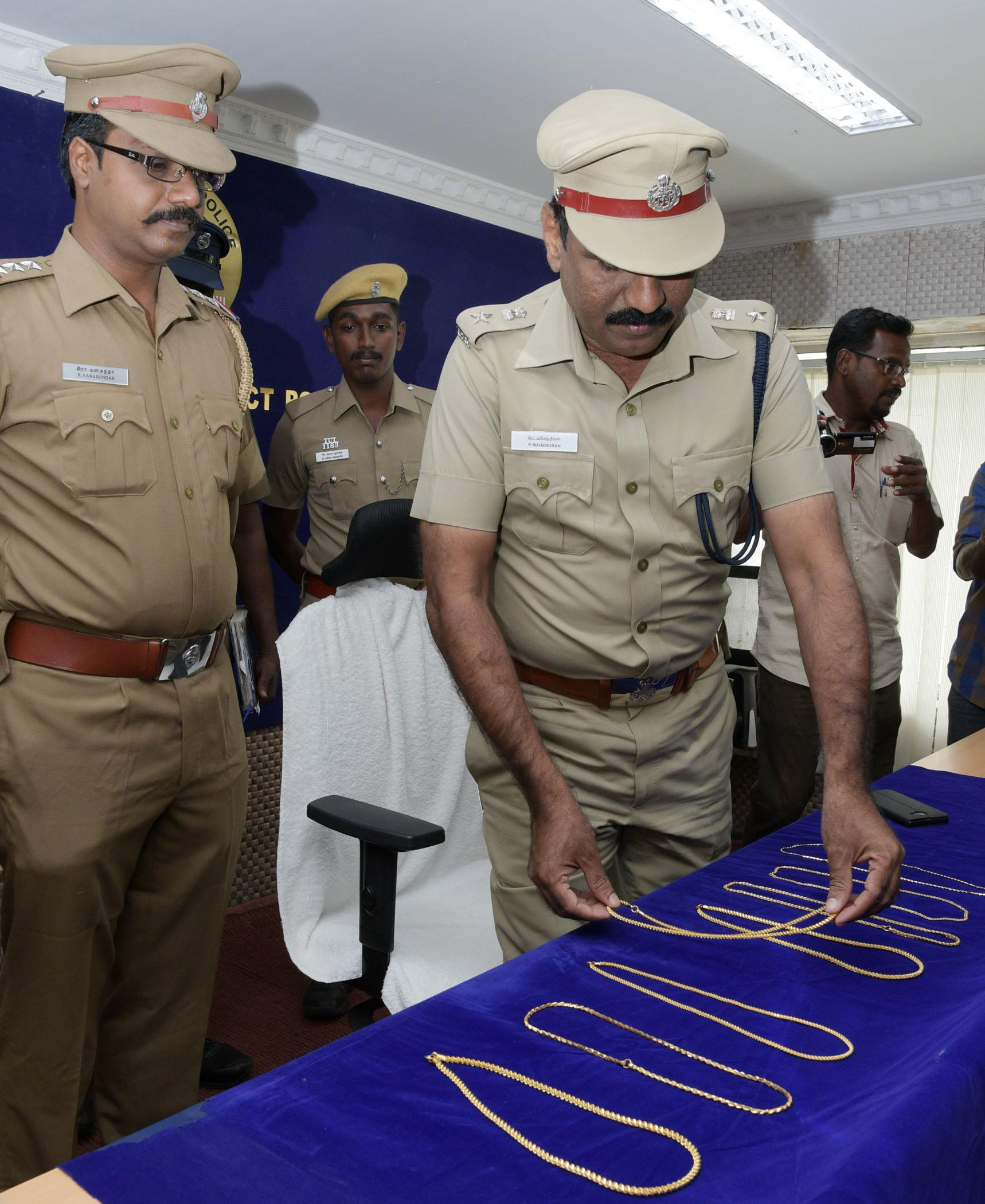 Rs 37 lakh worth of jewels and car  recovery in thoothukudi dist