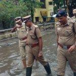 கமிஷனர் முதல் கான்ஸ்டபிள்கள் வரை... களத்தில் இறங்கிய காவலர்கள்! #ChennaiRains