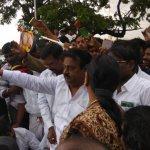'கமல் அரசியலுக்கு வந்தால் வரவேற்பேன்': ஏரியை ஆய்வுசெய்த விஜயகாந்த் பேட்டி