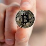 உருவமில்லை... உலகத்தில் இல்லை... ஆனால், கரன்ஸிகளின் கடவுளா 'பிட்காயின்'? #Bitcoin