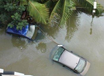 சொட்டுத் தண்ணி உள்ள போகாது... காருக்கும் இருக்கு ரெயின் கோட்! #flood