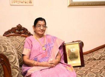 """""""சுசீலா அம்மா நல்லா இருக்காங்க... வதந்திகளை நம்பாதீங்க!"""" பி.சுசீலா தோழி கமலா"""