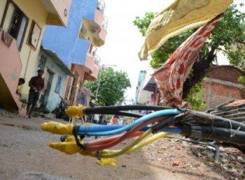 மழைக்காலத்தில் ஒருவருக்கு மின் விபத்து ஏற்பட்டால் செய்ய வேண்டியவை, கூடாதவை!  #ElectricalShockSafety
