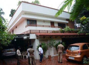 ஐ.டி விசாரணை வளையத்தில் சசிகலா. உளறிக் கொட்டிய குடும்ப உறவுகள்#VikatanExclusive