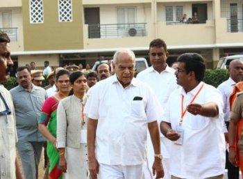 மாநில உரிமைகளில் தலையிடுகிறாரா ஆளுநர் பன்வாரிலால்...  உங்கள் கருத்து என்ன? #VikatanSurvey