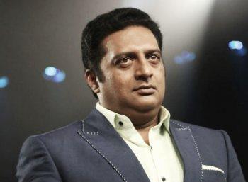 பா.ஜ.க எம்.பி-க்கு வக்கீல் நோட்டீஸ் அனுப்பிய பிரகாஷ் ராஜ்..!