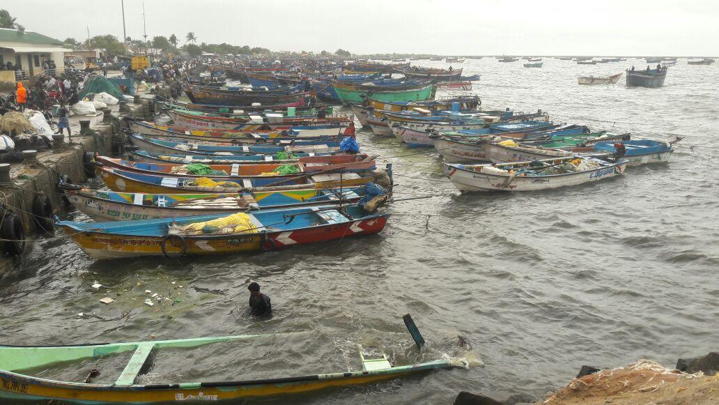 boats are dameged by strong winds