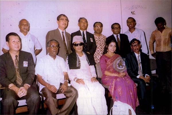 போலீசாருக்கு மதிப்பளித்த முதல்வர்கள் எம்.ஜி.ஆர், ஜெயலலிதா