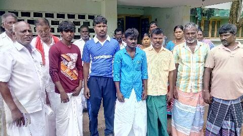 ஒகி புயலால் பாதிக்கப்பட்ட மீனவர்கள் நிவாரணம் கேட்டு மனு