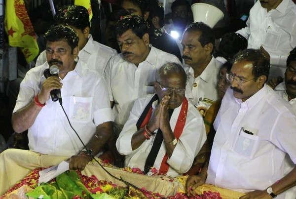 ஆர்.கே.நகர் தேர்தல் பிரச்சாரத்தின் போது முதல்வர்