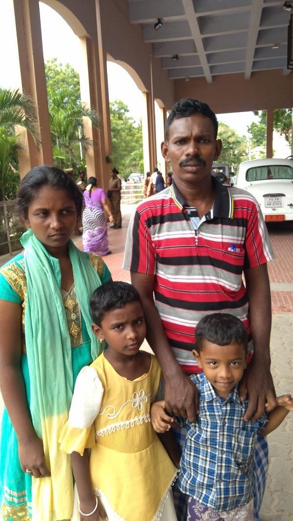 அசோக்குமார் குடும்பத்தினர்