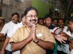 ''டி.டி.வி.தினகரன் ஆதரவாளர்கள்  கொடுத்த 10 ரூபாய்... 20 ரூபாய்..!''  வாக்காளர்களைக் கவர கடைசிநேர டெக்னிக்