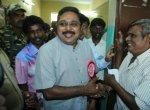 'கட்சி யாரிடம் இருக்கிறது என்பது முக்கியமில்லை!' - செய்தியாளர்களிடம் கலகலத்த தினகரன் #RKNagar