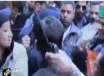சற்றும் தாமதிக்காமல் எம்.எல்.ஏ-வை திருப்பி அறைந்த `தில்' பெண் போலீஸ்! #Video