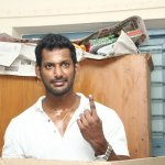 ஆர்.கே நகரில் தனக்கு ஓட்டு விழுமா..?! விஷால் எடுத்த ரகசிய சர்வே  #VikatanExclusive