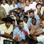 'சுமதி, தீபனை விஷாலுக்கு அறிமுகப்படுத்தியது யார்?'- ஆர்.கே. நகரில் விஷாலை வீழ்த்திய பின்னணி #VikatanExclusive