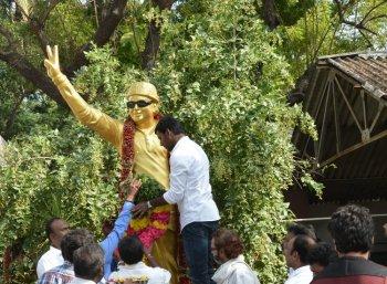 ஆர்.கே.நகரிலிருந்து வந்த போன் அழைப்பு!விஷால் களத்தில் இறங்கியதன் பின்னணி