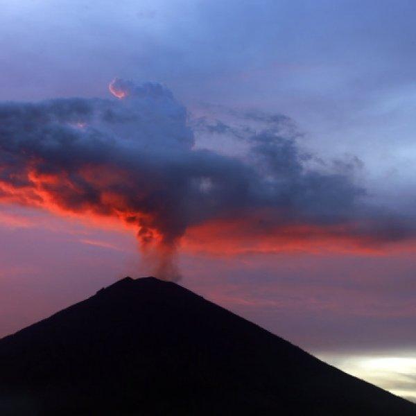 உலகின் 75 சதவிகித எரிமலைகள் இங்கேதான் உறங்குகின்றன... என்ன காரணம்? #PacificRingOfFire
