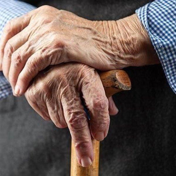 மகன், மகள், மருமகள், மற்றவர்களால் அவமதிப்புக்கு ஆளாகும் முதியோர், தீர்வு என்ன? #ElderAbuse