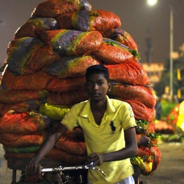 'கொசு, பன்னி, ஈ கூடதான் எங்க வாழ்க்கை!' - கனக்கச் செய்யும் கோயம்பேடு கதைகள்! #VikatanExclusive