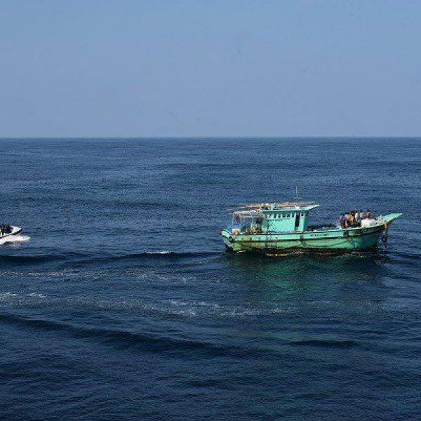 'எந்தப் படையும் வரவில்லை'- 18 நாள்களுக்குப் பின் உயிருடன் மீட்கப்பட்ட மீனவர்கள் கண்ணீர்
